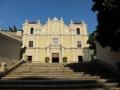 聖ヨセ修道院(セント・ヨセフ)聖堂への階段を登る