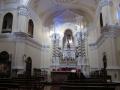 射し込む光が聖ヨセの聖壇を照らす