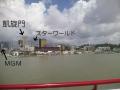 橋からマカオ半島を望む