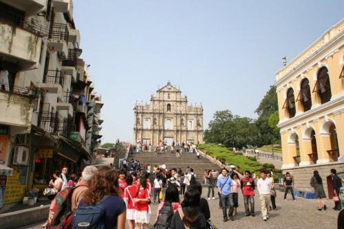 イエズス会記念広場から見る聖パウロ