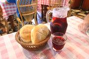 サングリアと自家製パン