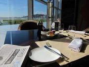 レストランに差し込む朝日が気持ちいい。客室に届けられた日本の新聞を開くと、マカオであることを忘れてしまいそう。